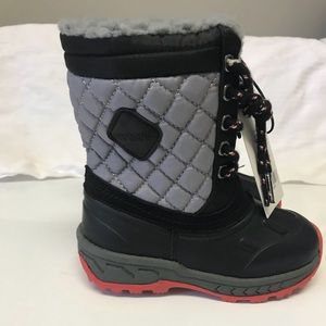 Boys snow boots size 7